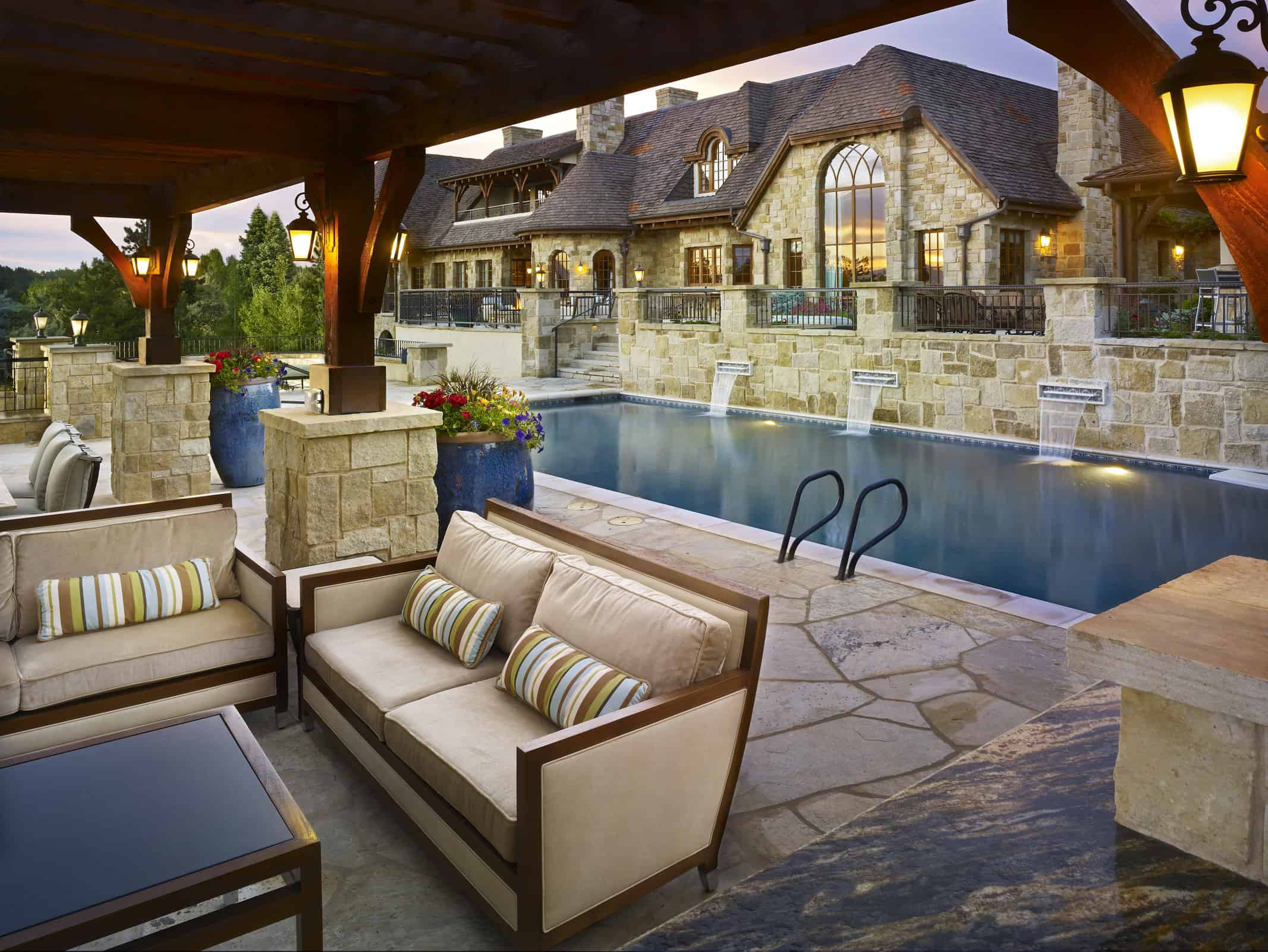 Enliven your Backyard with a Stunning Pool
