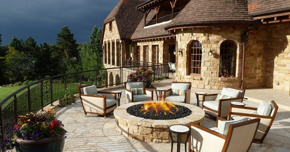 Cozy Outdoor Rooms to Enjoy Autumn
