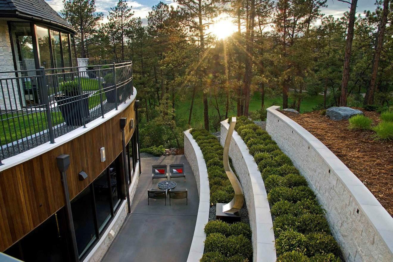 Castle Pines sideyard
