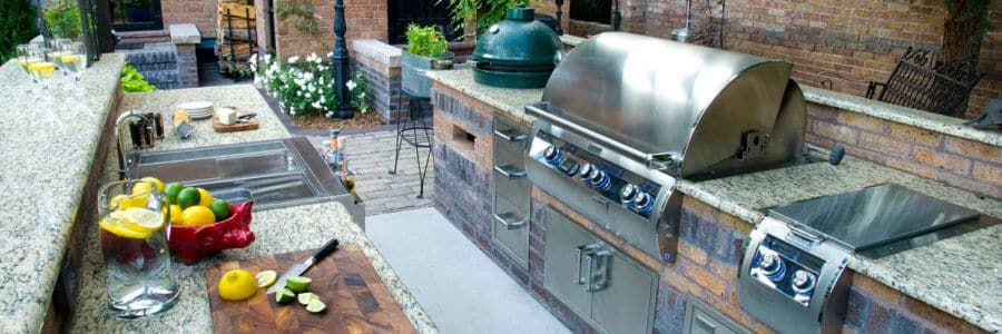 Outdoor Kitchens bring us closer to family, friends and nature