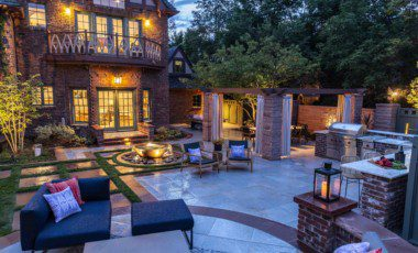 Blog Featured – How to Create the Ultimate Outdoor Entertaining & Gathering Space in Your Backyard