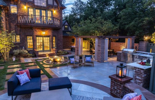 How to Create the Ultimate Outdoor Entertaining & Gathering Space in Your Backyard